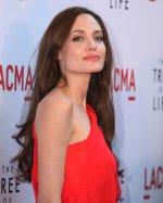 Анджелина Джоли: В 14 лет мать разрешила мне жить гражданским браком